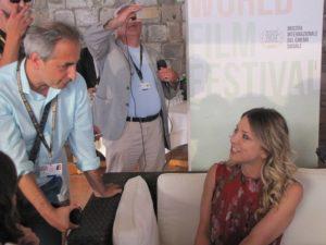 Il redattore dell'articolo Giovanni De Rosa con l'attrice Miriam Catania.
